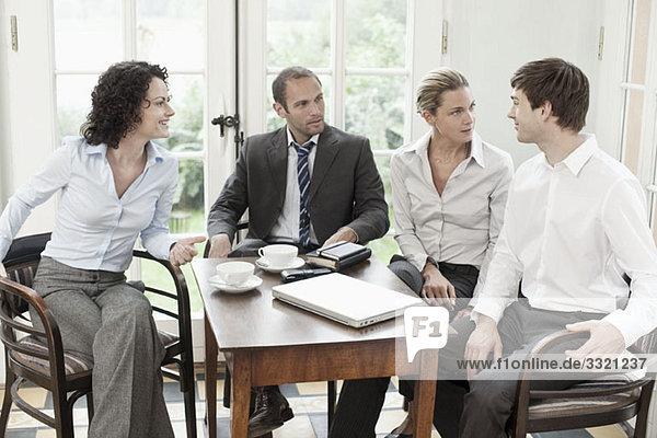 Geschäftskollegen in einer Besprechung