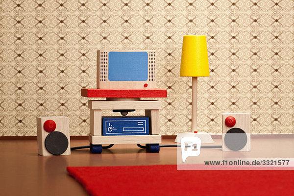 Miniatur-Holzfernseher und Stereo-Lautsprecher