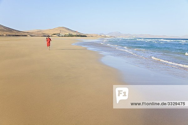 Frau am Playa Barca  Costa Calma  Jandia  Fuerteventura