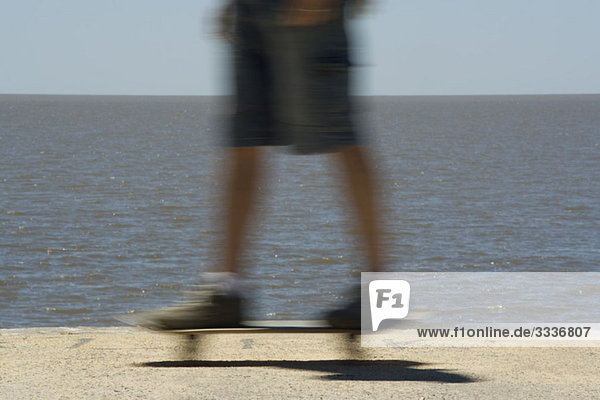 Skateboarden im Strandpark