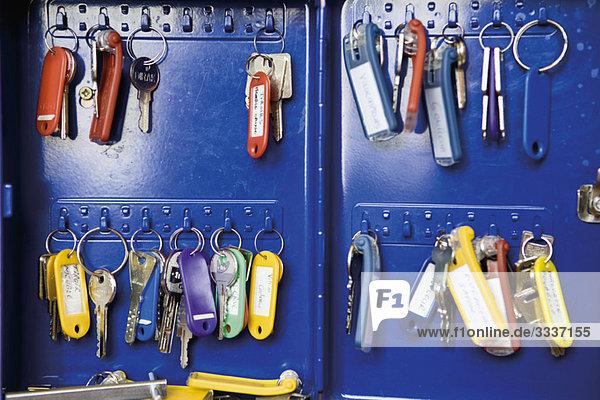 Schlüssel im Schlüsselschrank organisiert