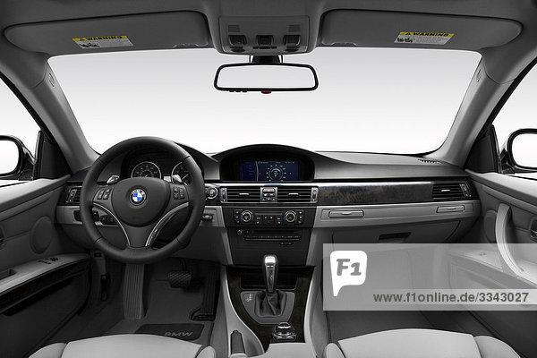 2010 BMW 3er 335i in Silber - Dashboard  Mittelkonsole  Getriebe-Shifter-Ansicht