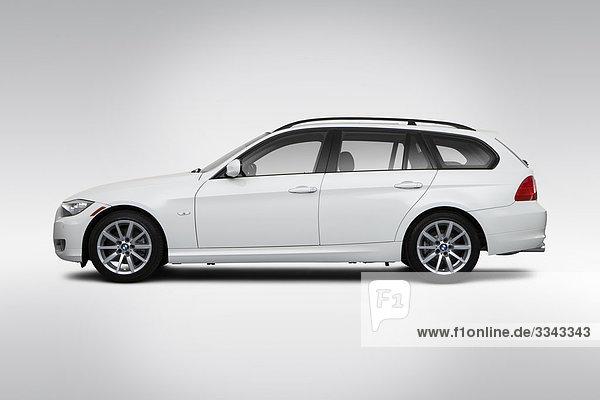 2010 BMW 3-Serie 328i Sport Wagon in weiß - Treiber Seitenprofil