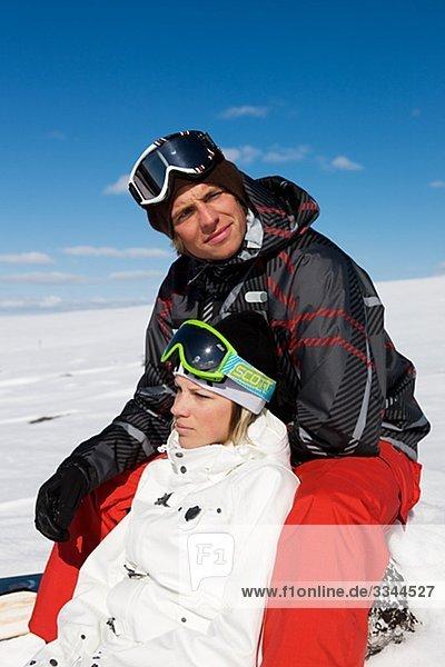 junges Paar on Skiurlaub  Schweden.