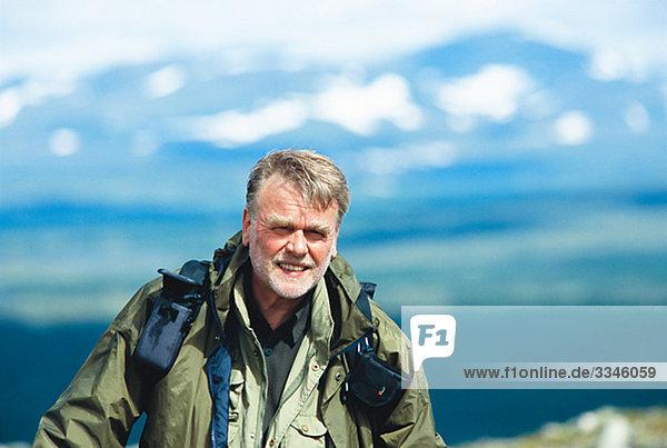 Porträt eines Mannes auf eine Bergtour  Schweden.