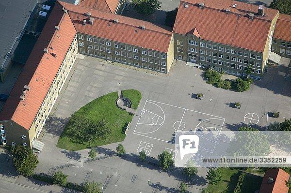 Luftbild von einem Schulhof  Schweden. Luftbild von einem Schulhof, Schweden.