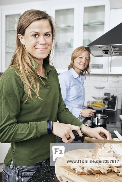 Freundinnen in der Küche Freundinnen in der Küche