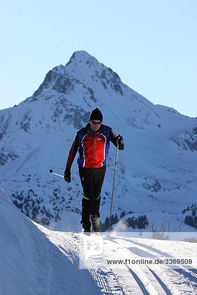 Portrait Berg Winter Mann Mensch Alpen Skisport Kanton Bern Skilanglauf Schnee Schweiz Wintersport