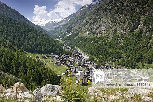 Landschaftlich schön landschaftlich reizvoll Stein Tal Natur Wiese Platz schweizerisch Schweiz Kanton Wallis