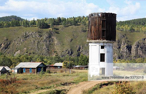 Sibirisches Dorf und Wasserturm