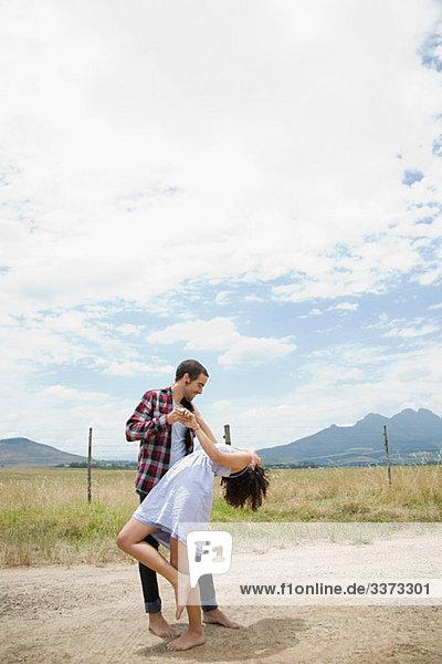 Paartänze in abgelegener Umgebung
