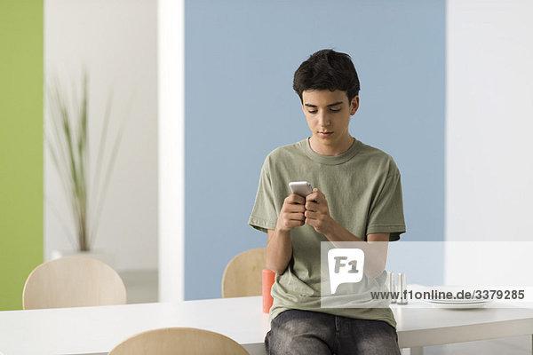 Teenager Junge SMS