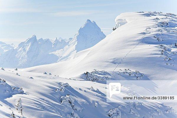 Winterlandschaft in den Berchtesgadener Alpen  Watzmann im Hintergrund  Österreich  Erhöhte Ansicht