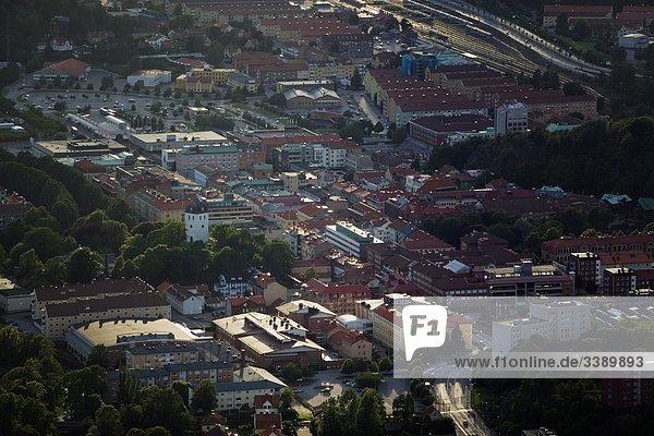 Luftbild von einer kleinen Stadt  Schweden.