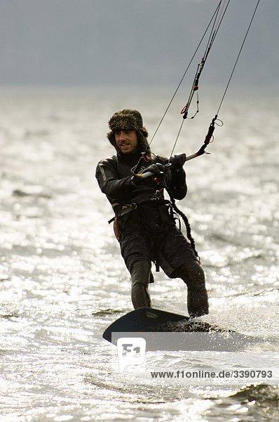 Kite-Surfer auf dem Meer  Schweden.