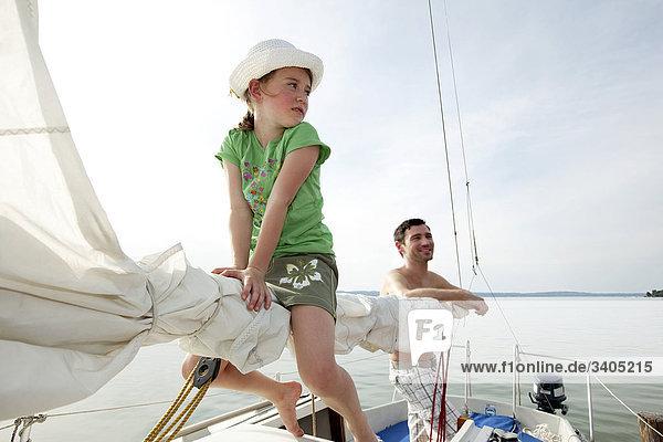 junge Mädchen und Vater Segelschiff junge Mädchen und Vater Segelschiff