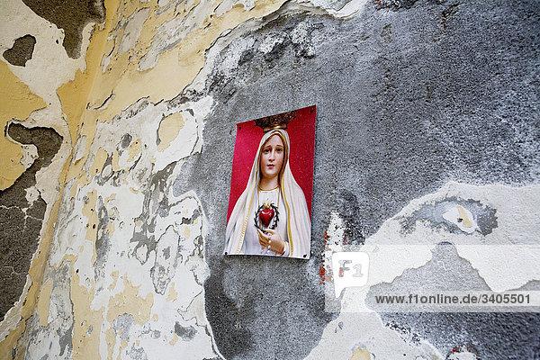Bild der Jungfrau Maria an Wand in Italien