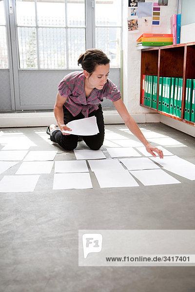 Modedesigner bei der Arbeit Modedesigner bei der Arbeit