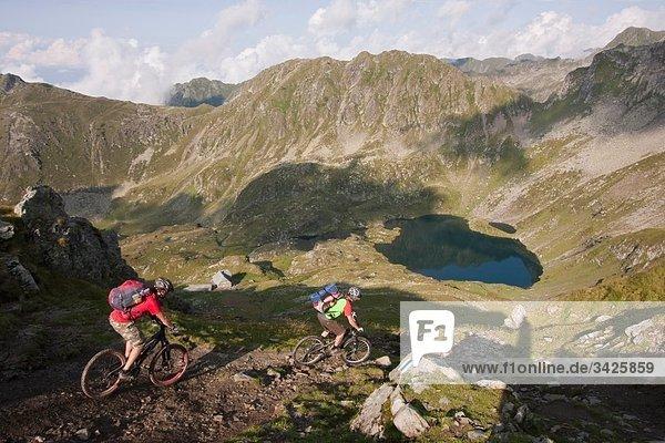 Rumania  Carpathian Mountains  Mountain bikers