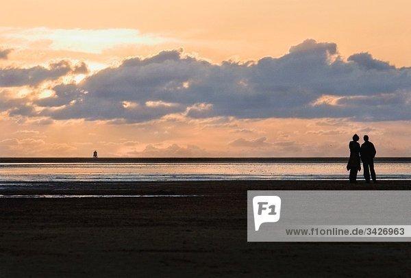 Deutschland  Schleswig Holstein  Westerhever  Paar am Strand