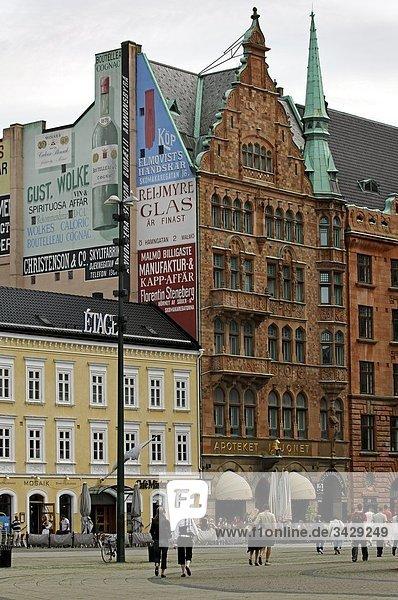 Touristen zu Fuß in einer Stadt  Malmö  Schweden