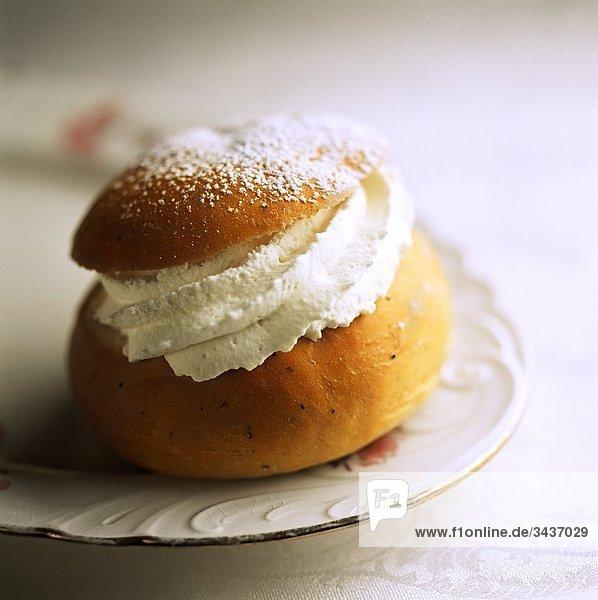 Schwedische traditionellen Dessert (Semlor)