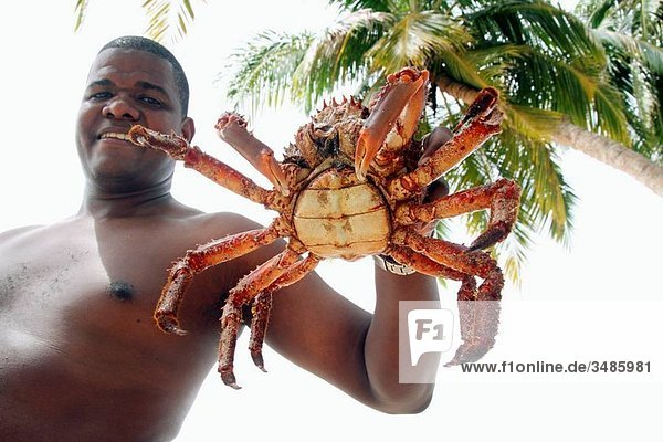 Man showing majid crab  San Blas islands  Kuna Yala  Caribbean  Panama