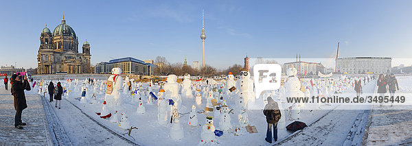 Snowmen at the Schlossplatz (Palace Place)  Berlin  Deutschland