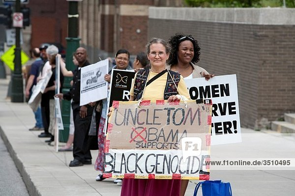 Detroit  Michigan - Anti-abortion activists picket an NAACP fundraising dinner  protesting that the civil rights organization supports a woman´s right to choose