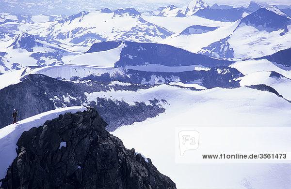 Sicht auf schneebedeckte Berge