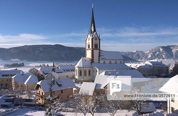 Häuser und Wallfahrtskirche in Mariapfarr  Österreich