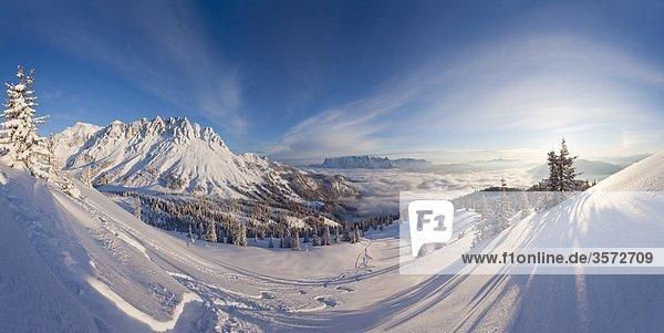 Blick bei Sonnenaufgang vom Hochkeil zur Mandlwand  Berchtesgadener Alpen  Österreich Blick bei Sonnenaufgang vom Hochkeil zur Mandlwand, Berchtesgadener Alpen, Österreich