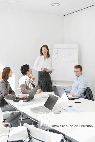Führungskräfte in einer Besprechung
