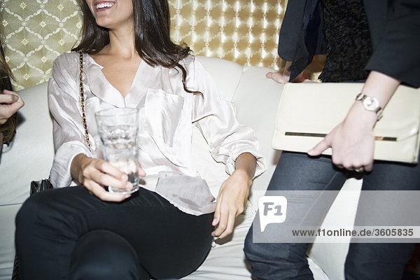 Frauen im Nachtclub
