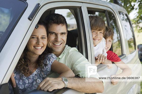 Familie im Auto  Portrait