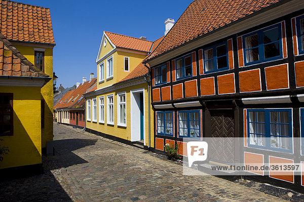 Kopfsteinpflaster Wohnhaus Gebäude Straße Stadt Großstadt Dänemark Insel Altstadt