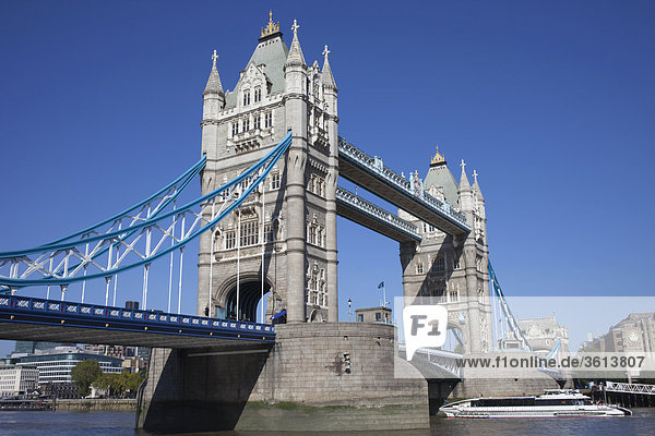 England,  London,  Tower Bridge und Themse