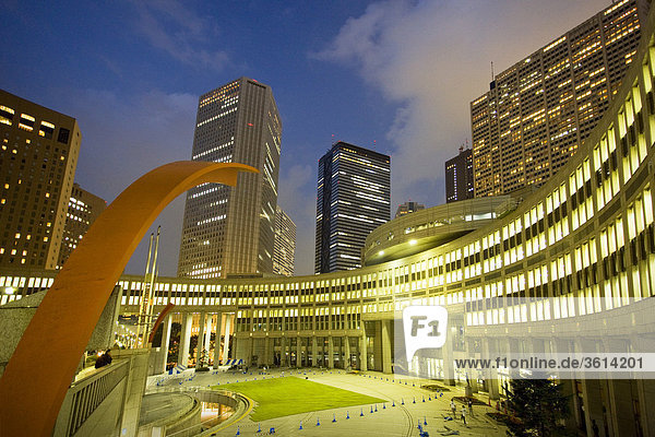 Tokio  Japan  Asien  Shinjuku  Skyline  Wohnblocks  Hochhäuser  Gebäude  Konstruktionen  Dämmerung  Dämmerung  Abend  Architektur  Kunst  Geschicklichkeit  Tocho Gebäude  Kurve  Reisen  Sehenswürdigkeit  Wahrzeichen