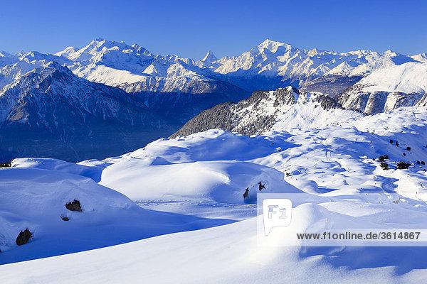 Schweizer Alpen  Alphubel - 4206 m  Dom - 4545 m  Mischabel  Matterhorn - 4477 m  Weisshorn - 4505 m  Unesco Büro  Wallis  Schweiz