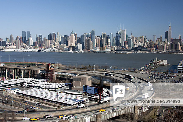 USA  United States of America  New York  city  blocks of flats  high-rise buildings  buildings  constructions  Manhattan  Hudson River  skyline  traffic  city  town  city
