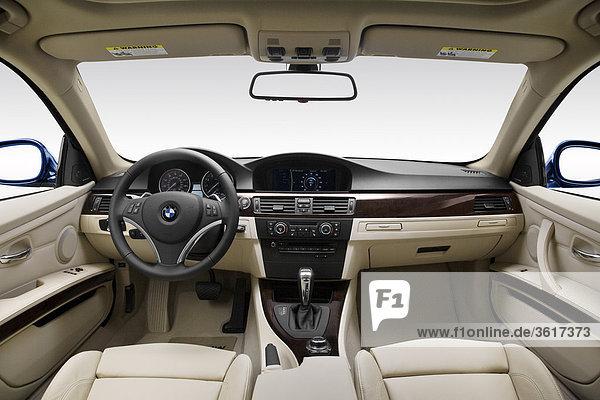 2011 3Er BMW 335i in blau - Dashboard  Mittelkonsole  Getriebe-Shifter-Ansicht