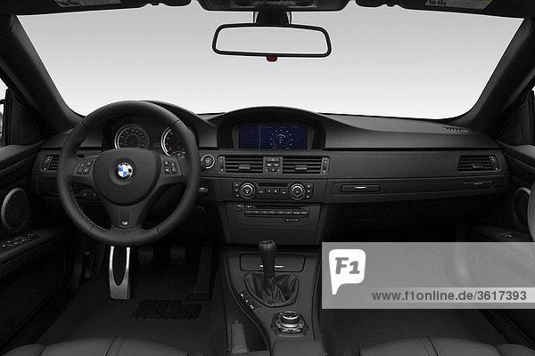 2011 BMW 3-Serie M3 in weiß - Dashboard  Mittelkonsole  Getriebe-Shifter-Ansicht