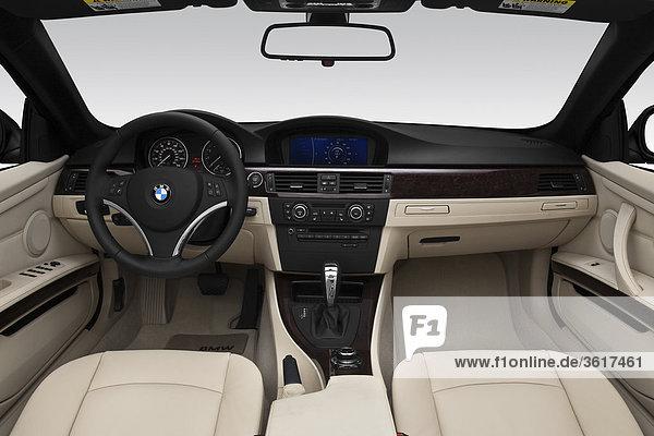 2011 BMW 3er 328i in blau - Dashboard  Mittelkonsole  Getriebe-Shifter-Ansicht