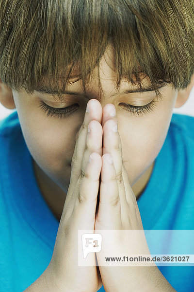 Nahaufnahme eines jungen in der Gebet Lage