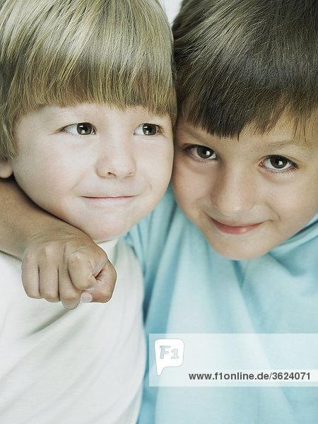 Bildnis eines Knaben mit seinem Arm über sein Bruder