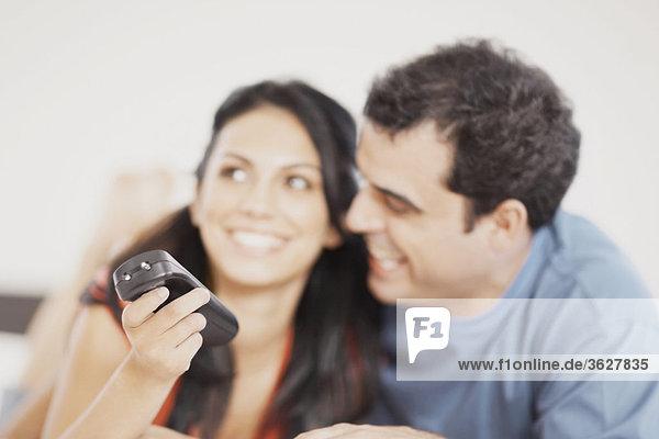 Nahaufnahme lächelnd Mitte Erwachsenen Mann und eine junge Frau