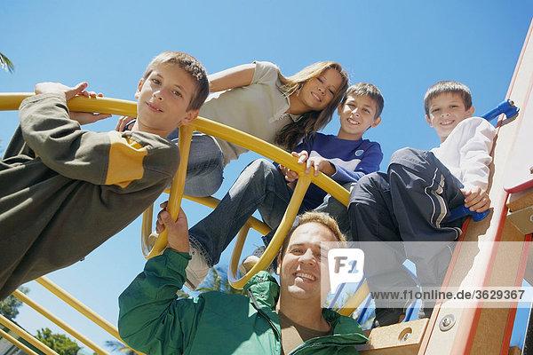 Familienbildnis auf ein Klettergerüst