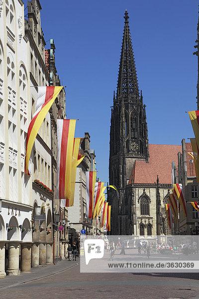 Prinzipalmarkt mit St. Lamberti-Kirche  Münster  Deutschland