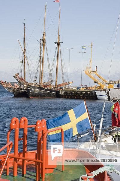 Zweimaster im Hafen von Farösund  Gotland  Schweden
