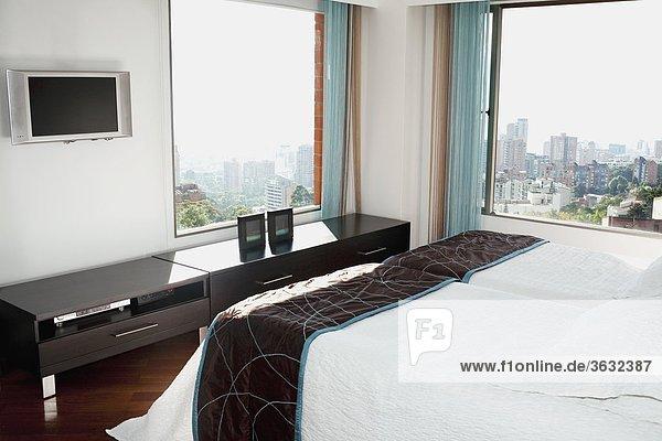 sehen Fenster Schlafzimmer Großstadt